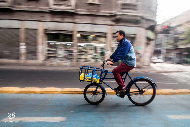 En homenaje a la Bicilogística comercial en Santiago